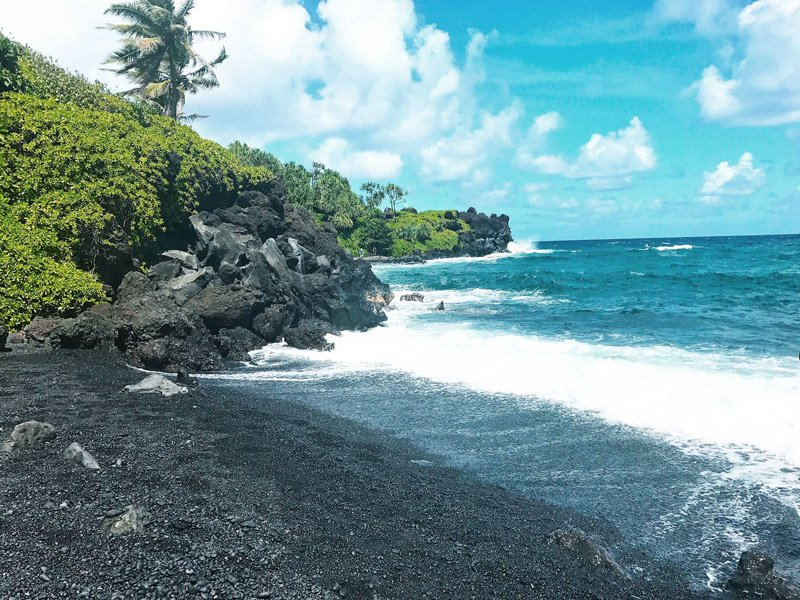 Waianapanapa Black Sand Beach in Maui, Hawaii