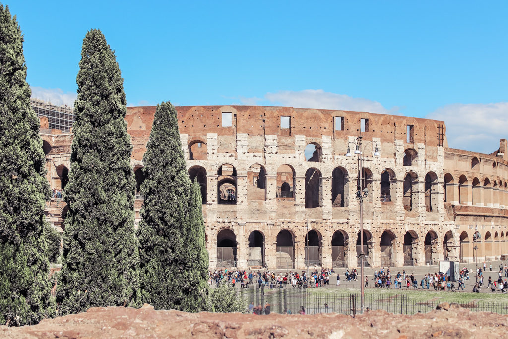 Visit the Colosseum with 4 days in rome