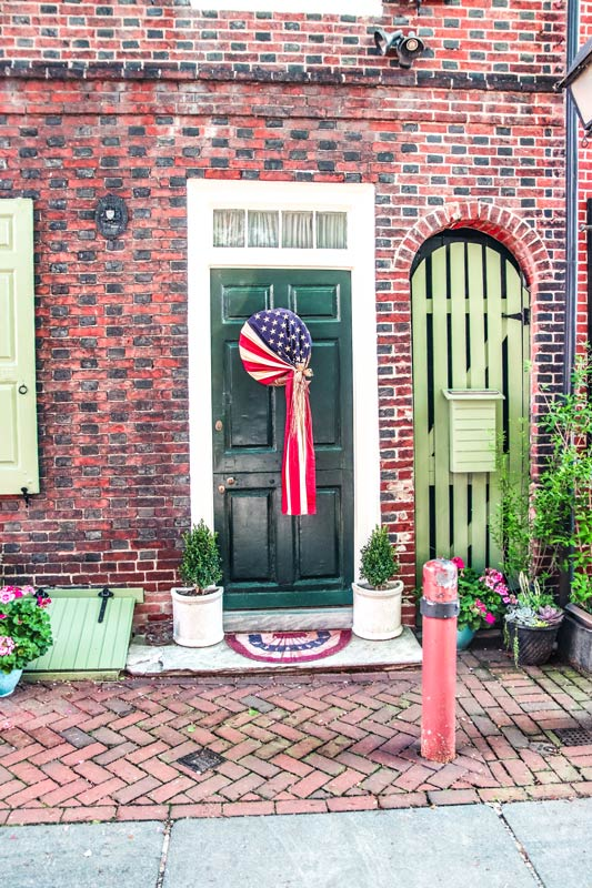 Stroll down Elfreth's Alley during your weekend in Philadelphia