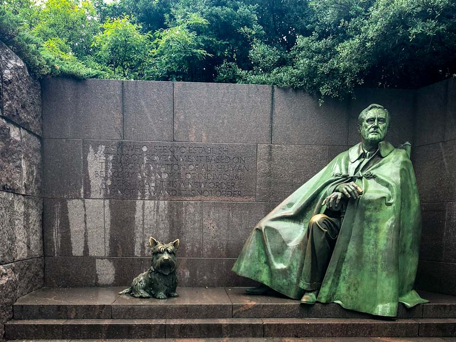 Franklin D. Roosevelt Statue and his dog at the the FDR memorial.